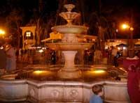 Ночной отдых и рестораны - фонтан в парке Фрунзе, вечерний проминад