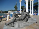 Достопремечательностей Евпатории - скульптура Геркулеса на городском пляже